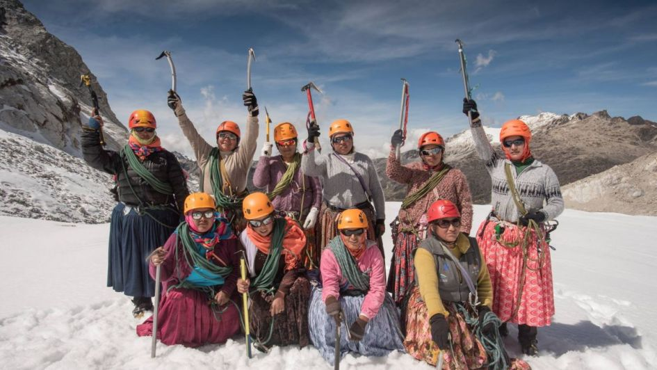 Las-Cholitas-Escaladoras-de-Bolivia-llegaron-a-la-cumbre-del-Aconcagua