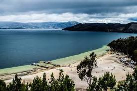 playa blanca en la laguna de tota